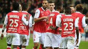 Los jugadores del Reims celebran un gol.