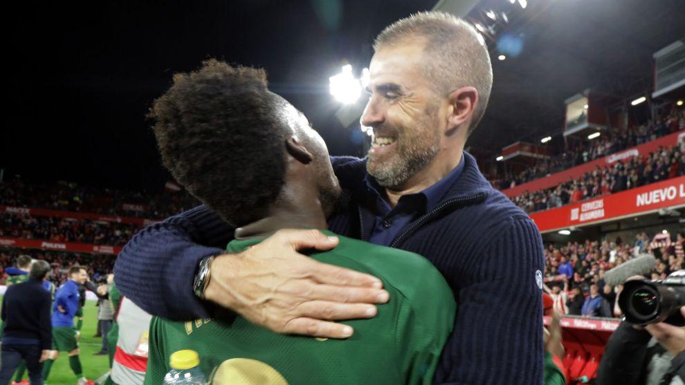 Garitano se abraza con Williams tras conseguir el pase a la final de...