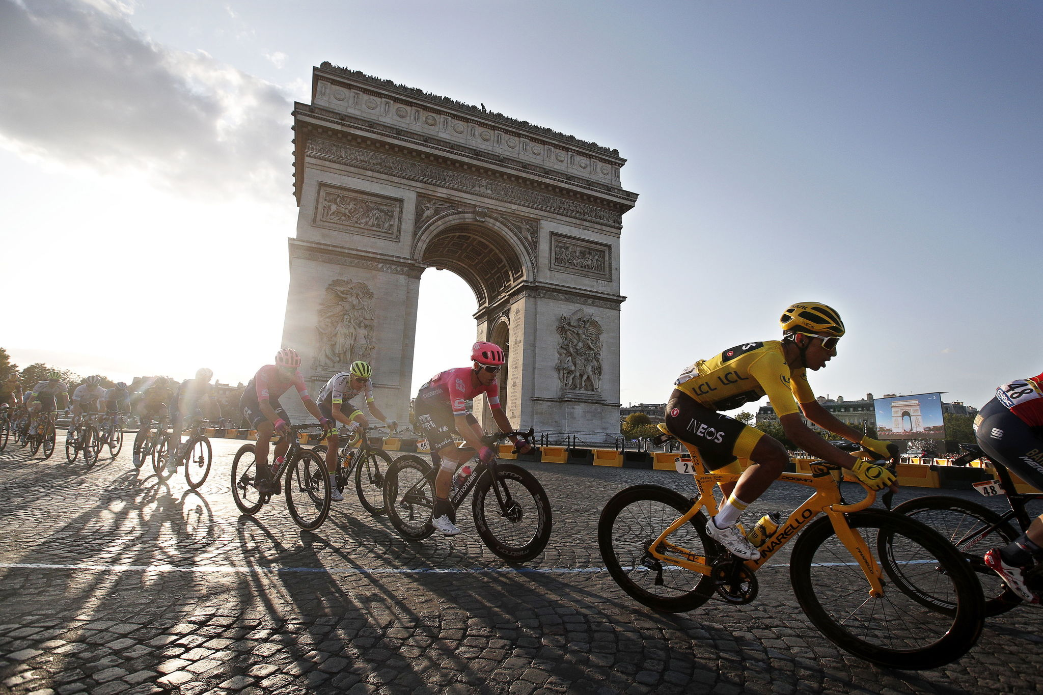 Paris (France).- (FILE) Colombias Egan Bernal (R) of Team Ineos wears the overall leaders yellow jersey as he passes with the pack by the Arc de Triomphe during the 21st and final stage of the 106th edition of the lt;HIT gt;Tour lt;/HIT gt; de France cycling race over 128km between Rambouillet and the Champs Elysees in Paris, France, 28 July 2019, re-issued 01 April 2020. As media reports, vice president of the World Cycling Association UCI, Renato Di Rocco said, the start of the lt;HIT gt;Tour lt;/HIT gt; de France 2020 might be postponed to either 01 July, 15th July or 01 of August, but the TDF should take place due to the financial importance for the teams, and that the organizers want to wait with a decision until 15 May. (Ciclismo, lt;HIT gt;Francia lt;/HIT gt;) EFE/EPA/GUILLAUME HORCAJUELO *** Local Caption *** 55367950