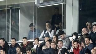 Cristiano Ronaldo, en un palco del Bernabéu en el pasado Clásico.