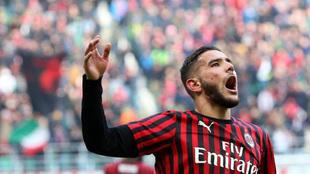 Theo Hernández celebra un gol con el Milan