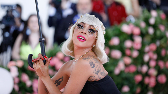 La cantante estadounidense Lady Gaga posa en la alfombra roja de la Gala Met de 2019, en Nueva York.