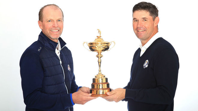 Stricker y Harrington, capitanes, posan con la Ryder Cup.