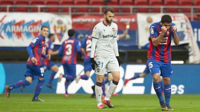 Cote celebra un gol del Eibar ante el Levante.