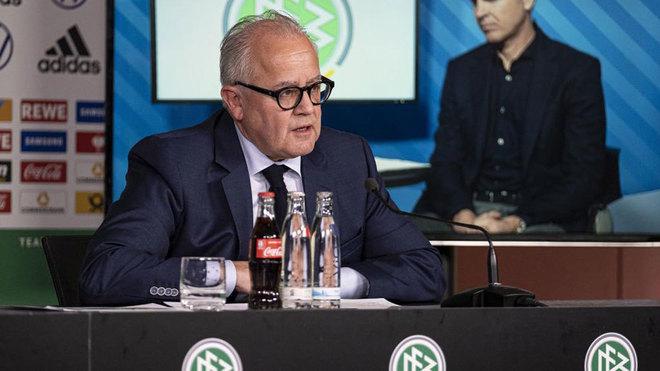 ¿Bundesliga en mayo y con 126 personas en los estadios?