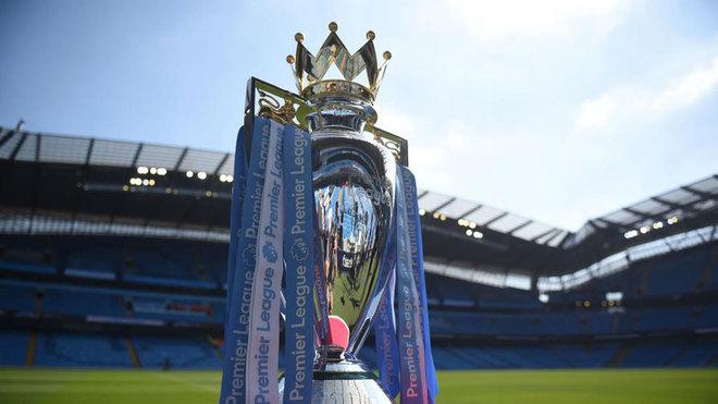 El trofeo de la Premier, en el Etihad.