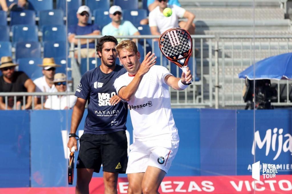 Alex Ruiz junto a Martín Sánchez Piñeiro durante un partido.