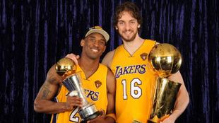 Pau Gasol y Kobe Bryant tras lograr la NBA.