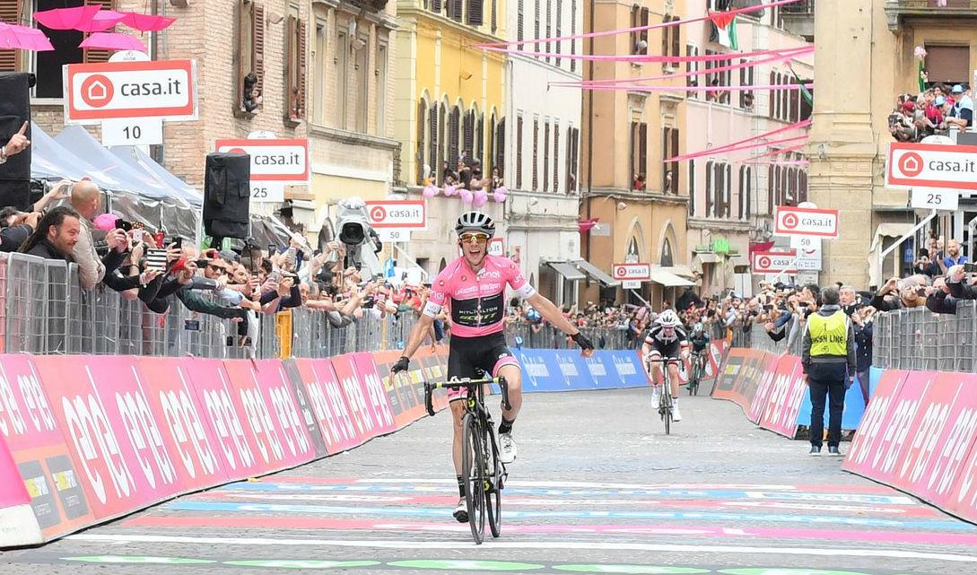 Yates, del Mitchelton, durante una etapa del Giro de Italia