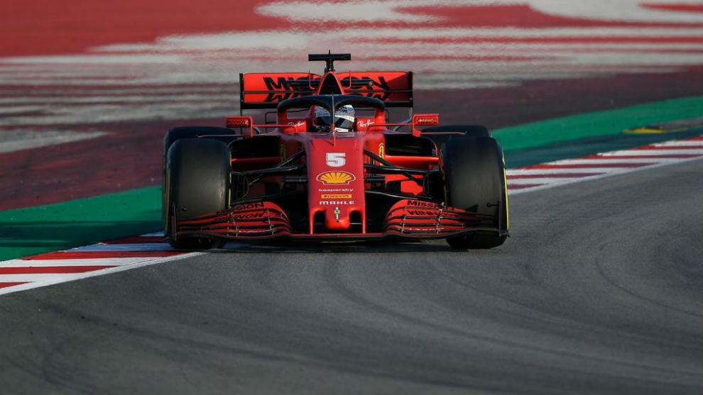 El Ferrari SF1000 en Barcelona guiado por Vettel.