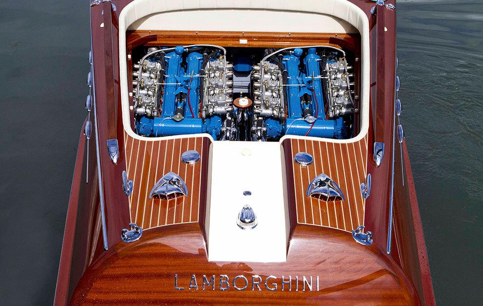 El nombre de Lamborghini no podía faltar en la popa de la embarcación.