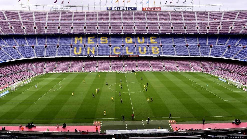 Partido entre el Barcelona y Las Palmas jugadoa puerta cerrada.