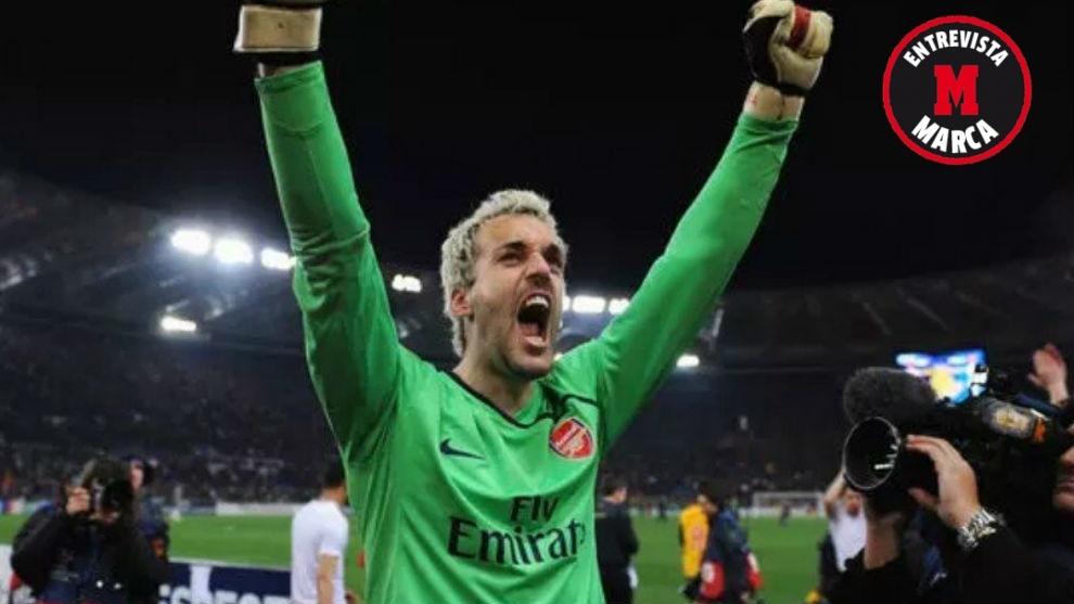 Manuel Almunia celebrando un éxito en su época con el Arsenal