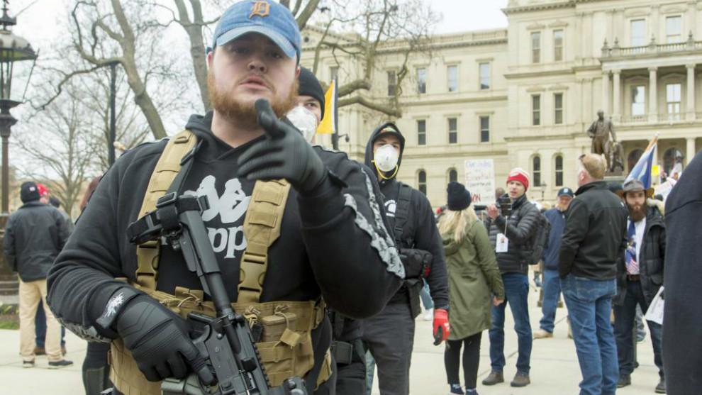 Trump apoya a manifestantes armados contra el confinamiento