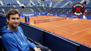 Ferrer posa en la pista central del RCT Barcelona