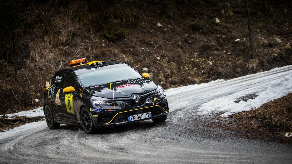 El novísimo Clio Rally 5 salió como coche cero en Montecarlo.
