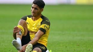 Achraf se duele en el pie derecho en un partido con el Borussia...