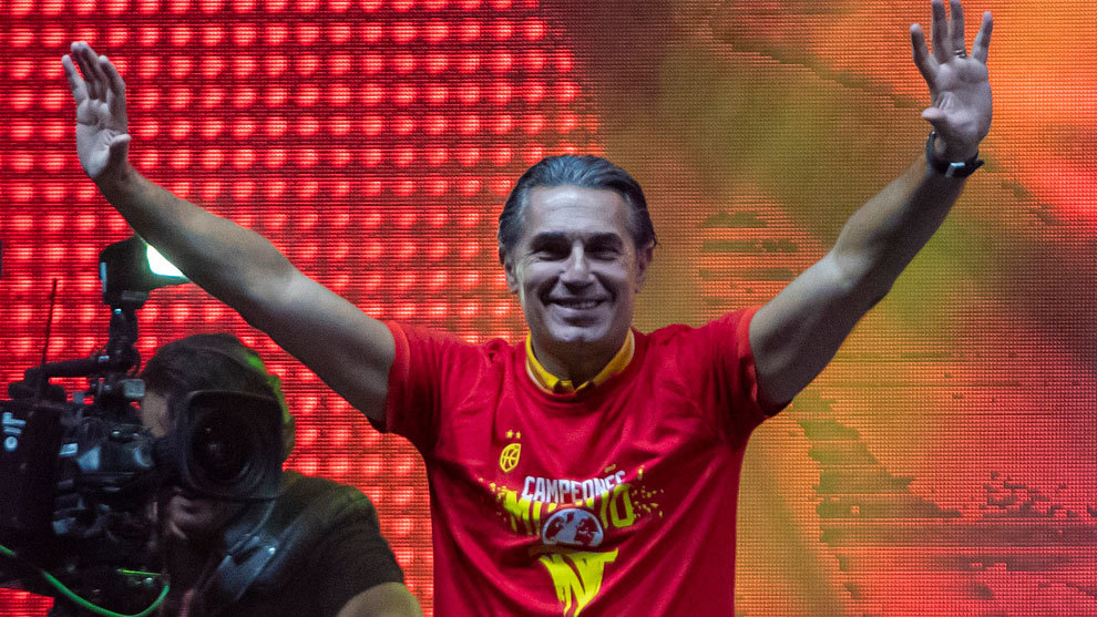 Sergio Scariolo durante la celebración del oro mundial en Madrid