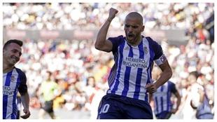 Yuri celebra uno de sus goles con la Ponferradina