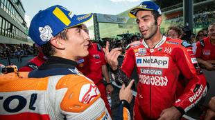Petrucci habla con Márquez en Mugello.