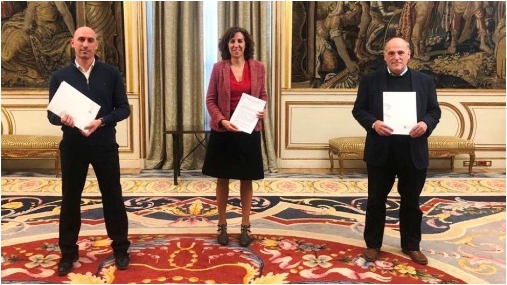 Luis Rubiales (RFEF), Irene Lozano (CSD) y Javier Tebas (LaLiga), tras...