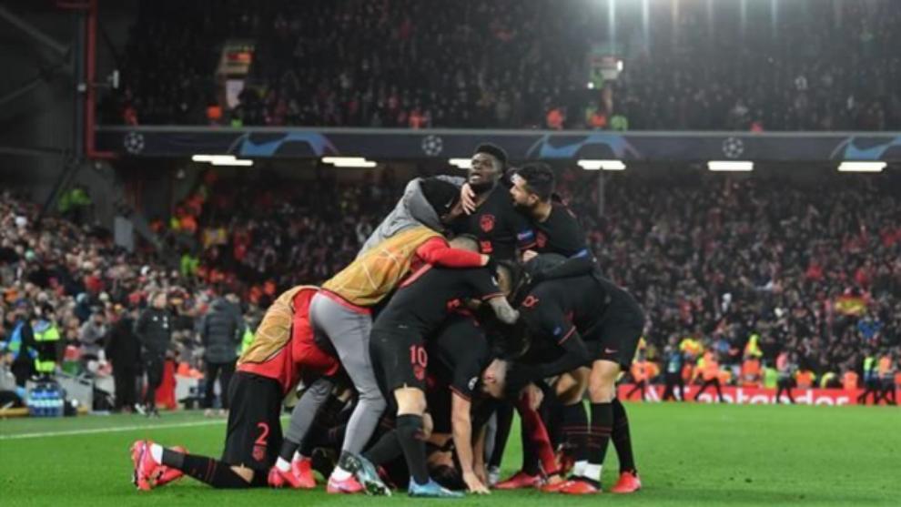 Los jugadores del Atleti celebran el pase a cuartos.