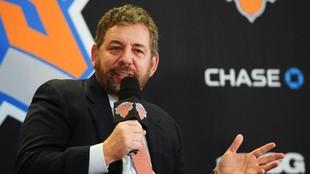James Dolan, propietario de los Knicks, durante una comparecencia de...