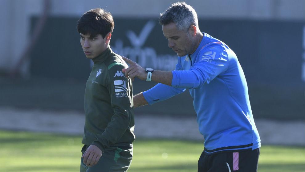 Diego Lainez (19), en un entrenamiento con el Betis.