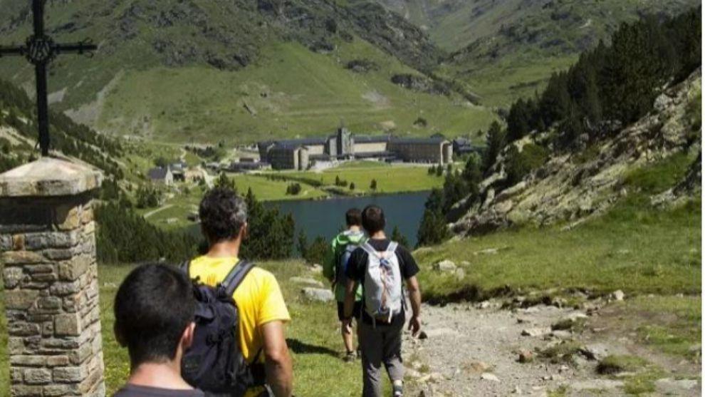 Conocer el Pirineo durante el verano, una oferta tentadora que...