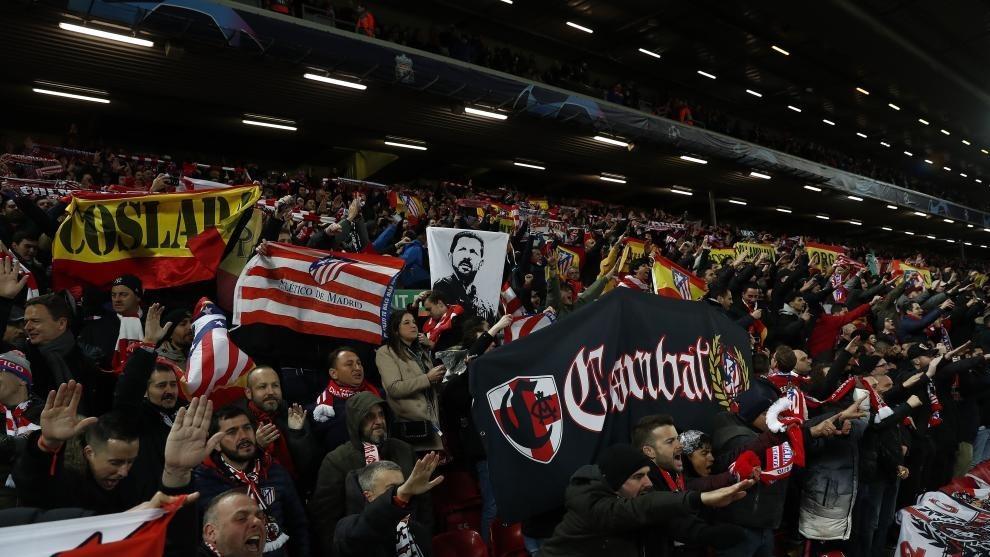 Afición del Atlético en Anfield