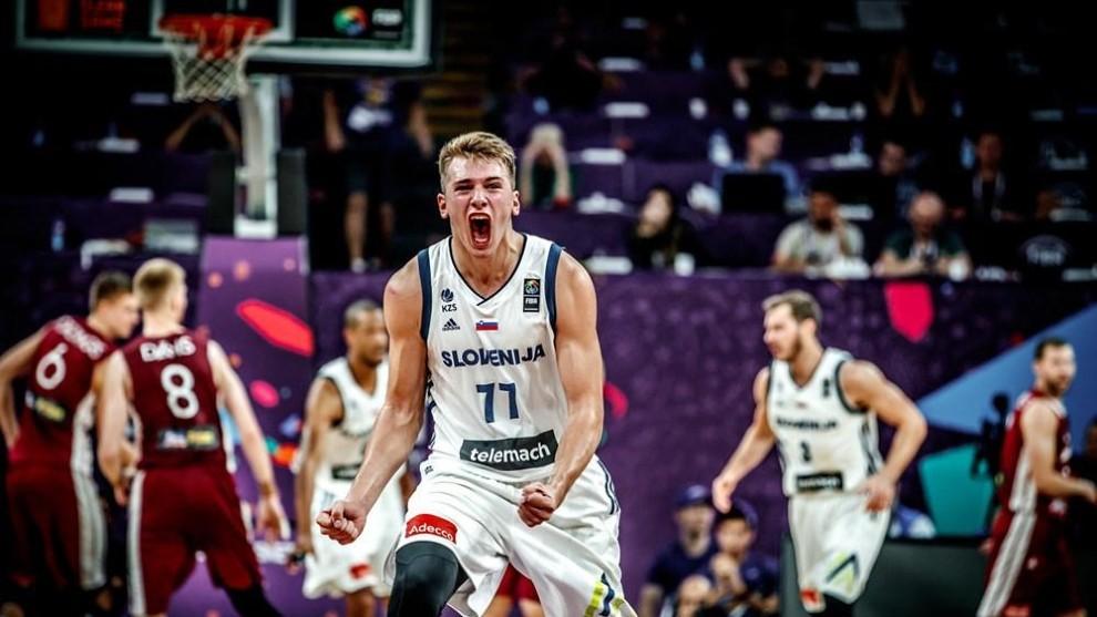 Doncic celebra una canasta ante Letonia en el último Eurobasket.