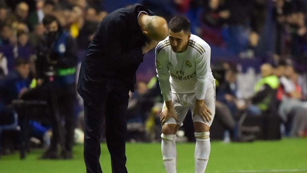 Zidane se interesa por el estado de Hazard tras lesionarse ante el...