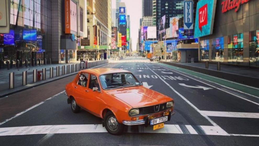 El Dacia 1300 de Palaghita en las calles desiertas de Nueva York por...