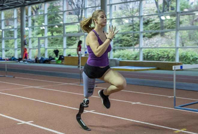 La atleta Desirée Vila, en un entrenamiento en el CAR de Madrid.