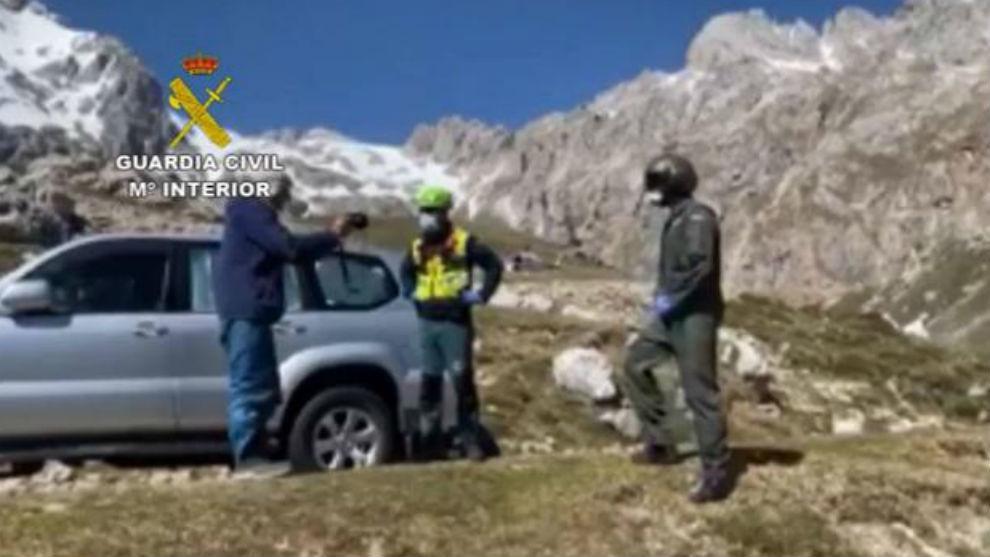 El momento de la detención en los Picos de Europa.