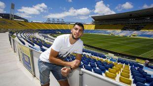 Rafa Mir posa para MARCA en el Gran Canaria durante su estancia en la...
