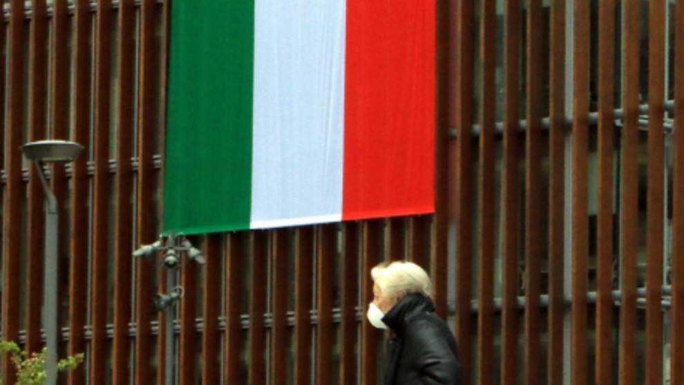 Italia registra la cifra más baja de nuevos contagios en un mes y...