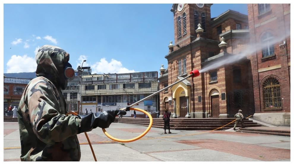 Desinfección en las cales de Bogotá por parte del Ejércirto.