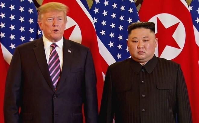Donald Trump, presidente de los Estados Unidos, junto al líder...