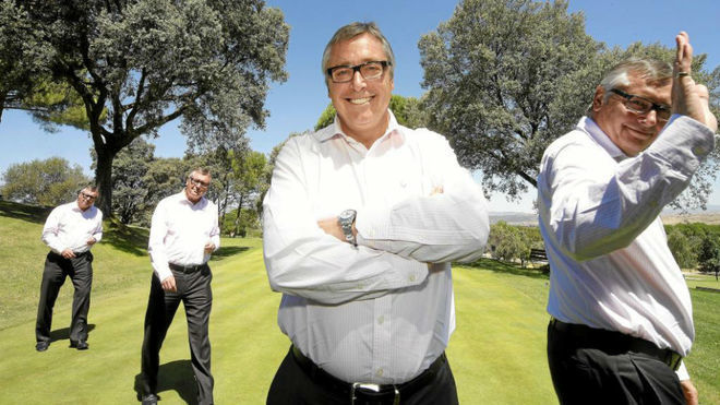 Michael Robinson en un campo de golf durante un reportaje con MARCA.