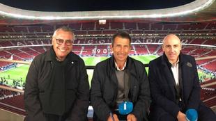 Michael Robinson, Carlos Martínez y Julio Maldonado, durante una...