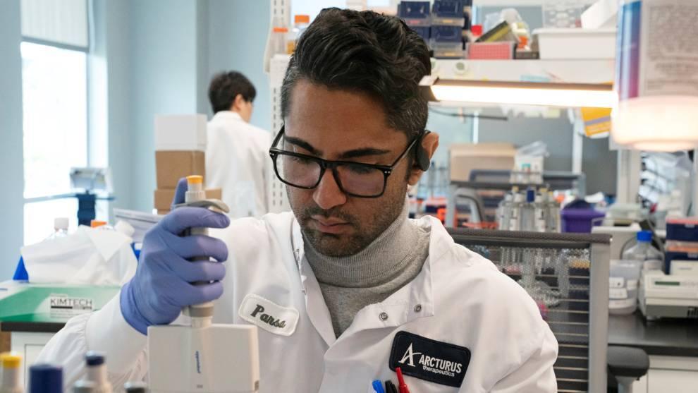 Universidad de Oxford probará en humanos vacuna contra el coronavirus