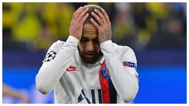 Neymar se lamenta durante un partido con el PSG la presente temporada.