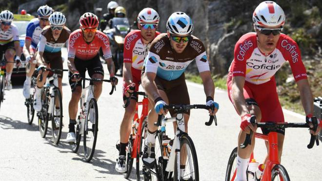 Imagen de un pelotón ciclista durante una etapa de 2020