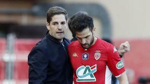 Robert Moreno, junto a Cesc, durante un partido entre Mónaco y Reims.