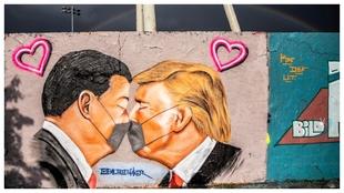Pintada en Berín con Donald Trump y Xi Jinping.