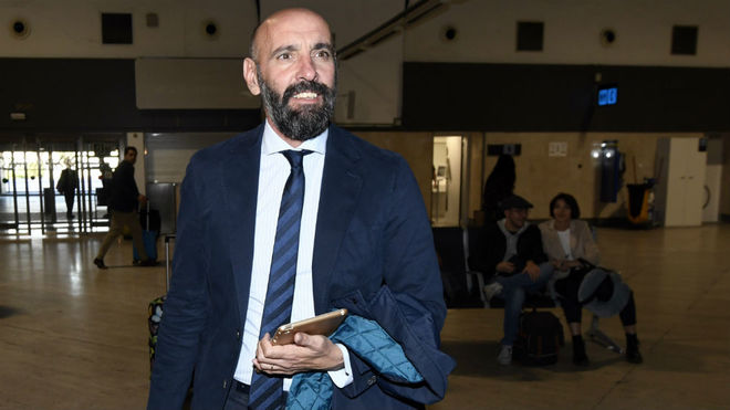 Monchi, en el aeropuerto de Sevilla.