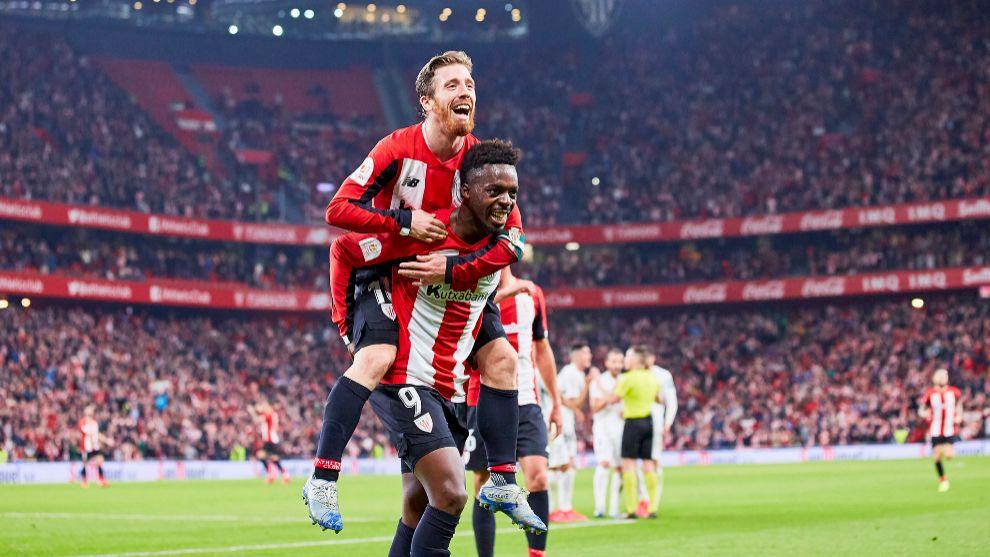 Williams y Muniain celebran el gol del partido de ida de la semifinal...