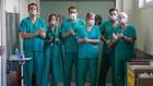 Personal sanitario del hospital de Logroño aplaudiendo.