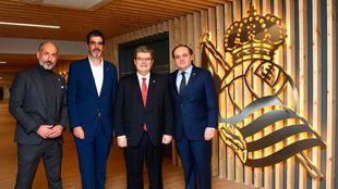 Elizegi y Aperribay, en Anoeta  junto a los alcaldes de San Sebastián...